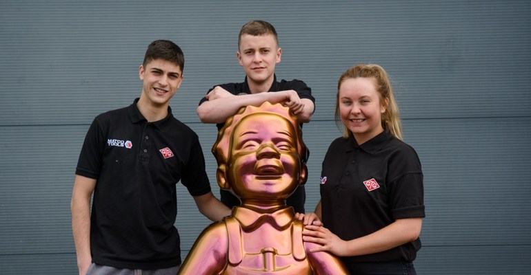 Apprentices next to chrome Oor Willie statue